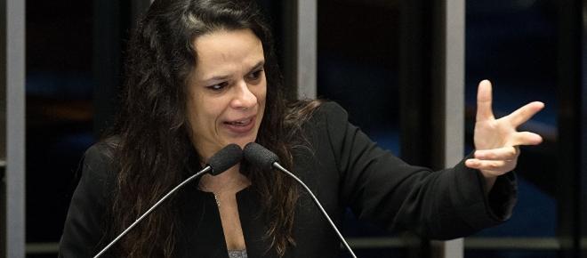 Petistas pedem apoio a Janaína Paschoal, que percebe a verdadeira intenção deles