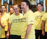 Matteo Renzi e le magliette gialle a Roma contro i rifiuti