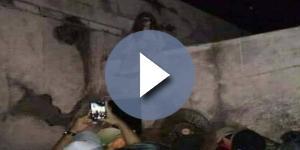 """Populares ficaram impressionados com """"bruxa"""" sentada em muro (Foto: Reprodução/Vídeo)"""