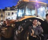 Les agriculteurs manifestent devant la Préfecture du Mans jeudi 11 mai 2017