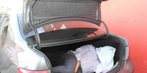 Motorista foi feito refém e viveu momentos de horror dentro do porta-malas