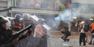 Momentos de una protesta de la oposición en Venezuela
