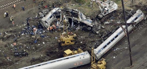 Distracted engineer blamed in deadly Amtrak wreck - News ... - providencejournal.com