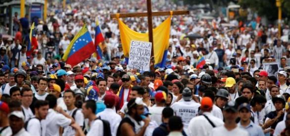 El venezolano está en resistencia. Vive en las calles desde Abril. Foto: wordpress.com