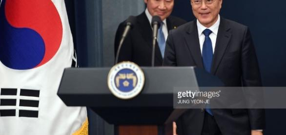 Newly elected South Korean President Moon Jae-in Photos and Images ... - gettyimages.com