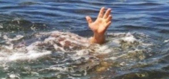 Resultado de imagem para Pastor é devorado por crocodilos após tentar imitar Jesus andando sobre água