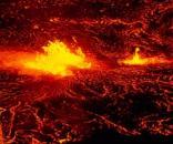 Vulcano. Lava. Eruzione notturna