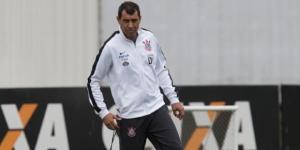 Fábio Carille pode ter novos reforços para seu elenco nos próximos dias (Foto: Daniel Augusto Jr/Agência Corinthians)