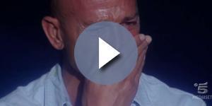 Stefano Bettarini di nuovo sotto i riflettori a causa di un polemico scontro con Ambra Angiolini al Maurizio Costanzo Show