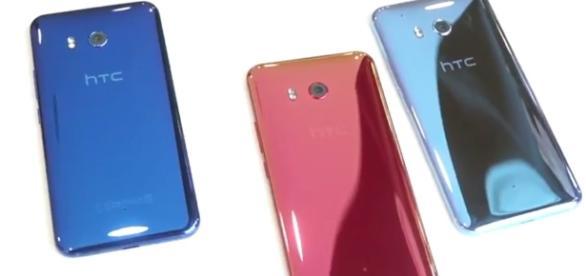HTC U 11, il nuovo top di gamma dell'azienda di Taiwan, sarà disponibile nelle colorazioni Sapphire Blue, Solar Red e Amazing Silver