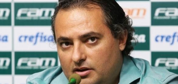 Alexandre Mattos deve contratar mais jogadores para o Palmeiras