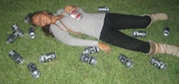 Amiga bêbada, caída no chão após dizer todas essas sete frases
