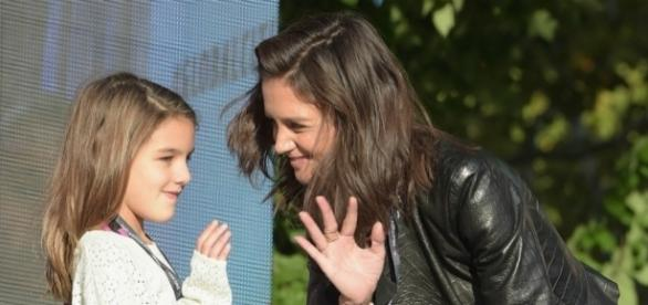 Katie Holmes is known for keeping her personal life private but she was just spotted visiting her new man. (via Blasting News library)