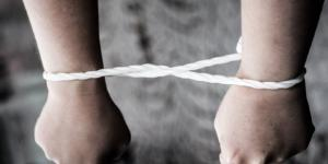 Amnesty International si batte per l'introduzione del reato di tortura in Italia.