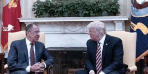 Donald Trump s'entretenant avec le ministre russe des Affaires étrangères à la Maison blanche