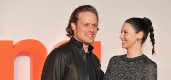Are Sam Heughan and Caitriona Balfe flirting? (via Blasting News library)