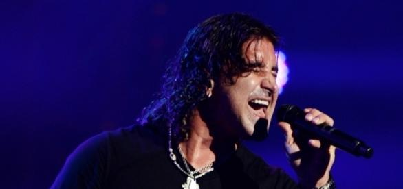 "Scott Stapp honors Chris Cornell with moving ""Black Hole Sun"" chorus in Pennsylvania- loudwire.com"