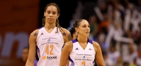 The Phoenix Mercury visit the San Antonio Stars on Friday night for a WNBA game. [Image via Blasting News image library/wbur.org]
