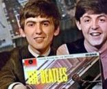 Beatles posam com o 1º Lp, Please Please Me, de 1963
