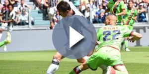 """Una azione di gioco allo """"Juventus Stadium"""" di Torino."""