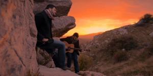 DogsLoveCompany raccontano dell'amore per la propria terra tra Ballate folk ed altre storie.