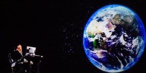 Hawkings abre el debate sobre la supervivencia de los humanos.