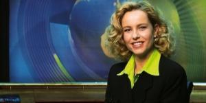 """Katja Burkhard 1997 bei einer Moderation von """"Punkt 12"""" / Fotos: RTL; RTL, Stephan Pick"""