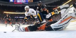 Pontus Aberg tuvo el gol del triunfo para Nashville. NHL.com.