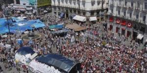 15-M: Miles de personas celebran en la Puerta del Sol el quinto ... - elmundo.es