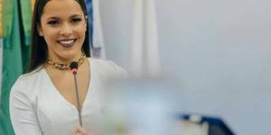 Emilly Araújo recebe homenagem