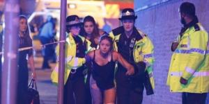 Manchester Arena explosion at Ariana Grande gig kills 19 and ... - thesun.co.uk