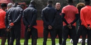 Estremecedor minuto de silencio en el entrenamiento de Manchester United