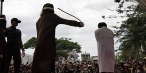 Gay é brutalmente açoitado na Indonésia