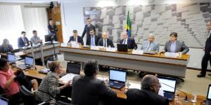 Professores e economistas apresentam estudos com distintas opiniões. Foto: Pedro França/Agência Senado.