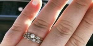 Proposta di matrimonio con anello nella ferita