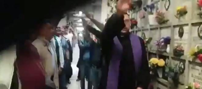 Milano, saluto romano del prete alla commemorazione del rapinatore squadrista