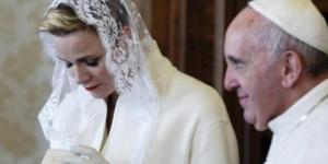 As mulheres que podem usar branco com Papa - Google