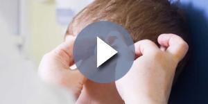Otite curata con omeopatia: bimbo in rianimazione