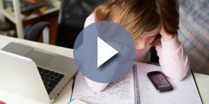 Vittima di cyberbullismo chiede aiuto: Agnese Pucci come Hannah Baker