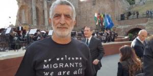 Il sindaco di Messina, Renato Accorinti, e la sua protesta nei confronti di Donald Trump