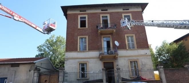 Milano, liberato stabile occupato in via Gadames: anarchici sul tetto