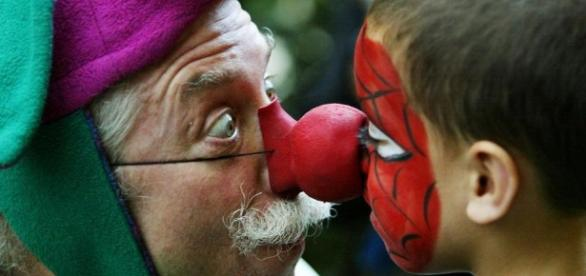 Giornata Mondiale del sorriso 7 maggio 2017 - Patch Adams clownterapia - ilmattino.it