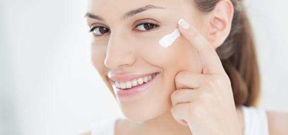 Jak dobrać krem z filtrem UV? (fot. iszpilki.pl)