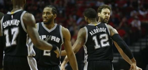 No Parker, no problem for Spurs in Game 3 - San Antonio Express-News - mysanantonio.com