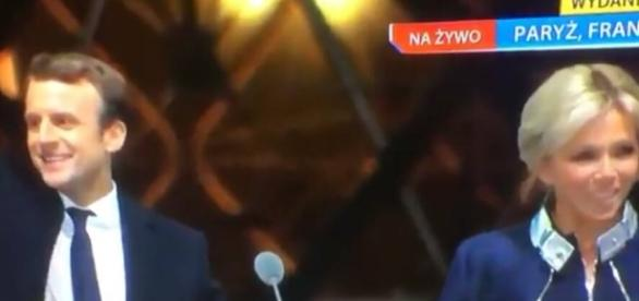 Prezydent Francji wraz z małżonką (źródło: TVN24)