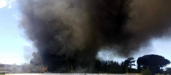 Incendio a Pomezia: ecco come lo vivono gli abitanti