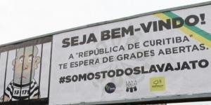 Painel publicitário distribuidos em pontos estratégicos de Curitiba