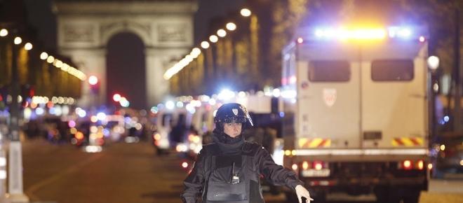 Con Macron, Francia y Europa juegan a la Ballena Azul en forma colectiva