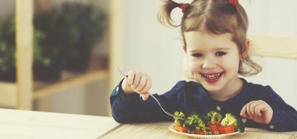 Saiba quando dar alimentos light para crianças - vivomaissaudavel ... - com.br