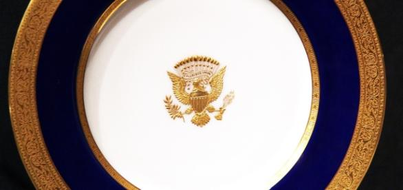 1915 White House dinner plate. / Image by Tim Evanson via Flickr:https://flic.kr/p/c2yQJ3 | CC BY-SA 2.0